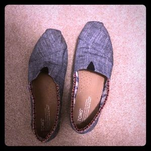 Size 7 1/2 women's Toms denim shoes with border